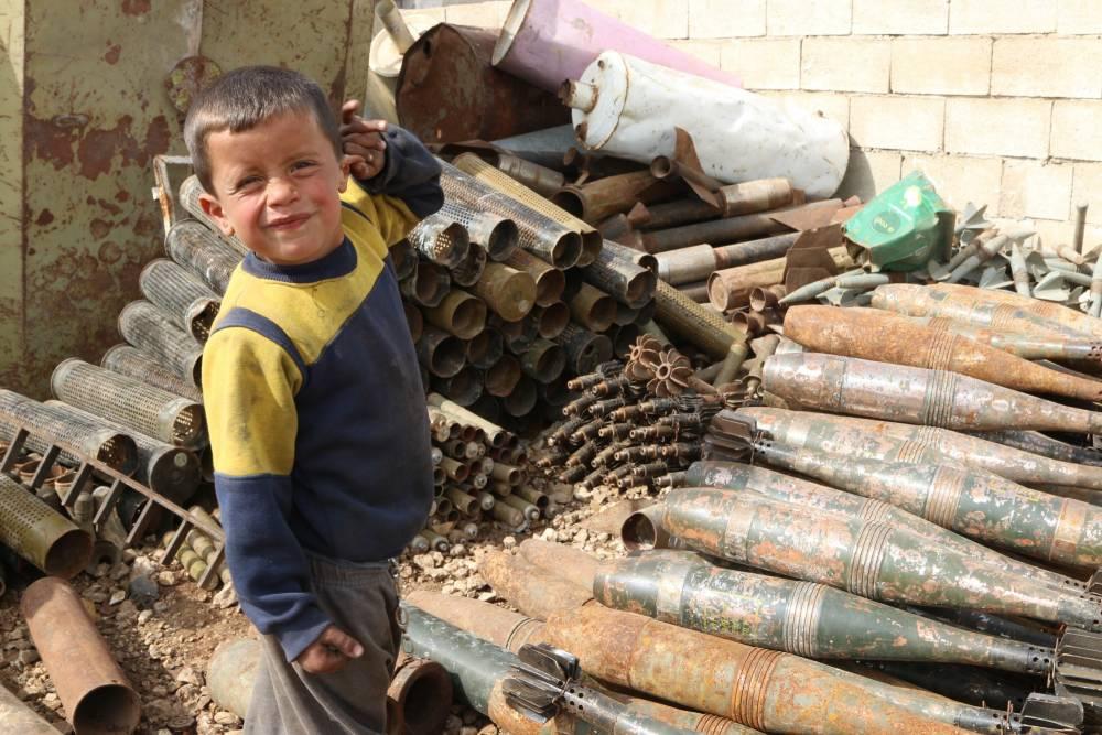 Suriye'de hayatını savaş hurdalarından kazanan insanlar 3