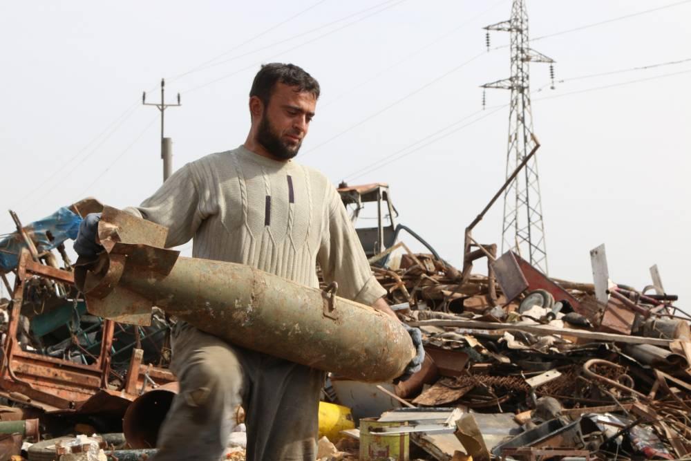 Suriye'de hayatını savaş hurdalarından kazanan insanlar 5