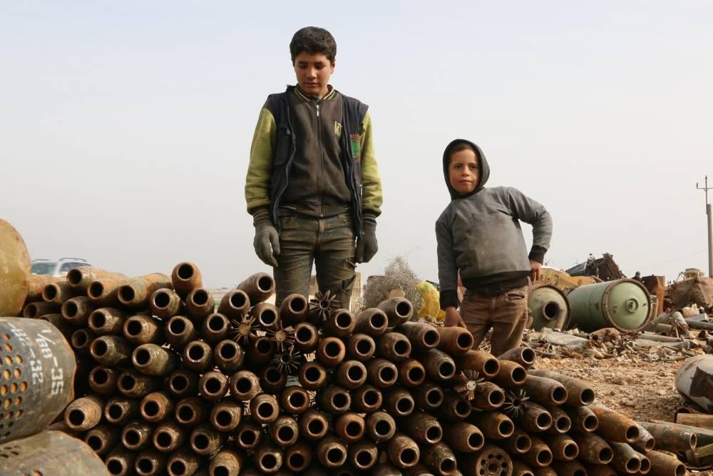 Suriye'de hayatını savaş hurdalarından kazanan insanlar 6