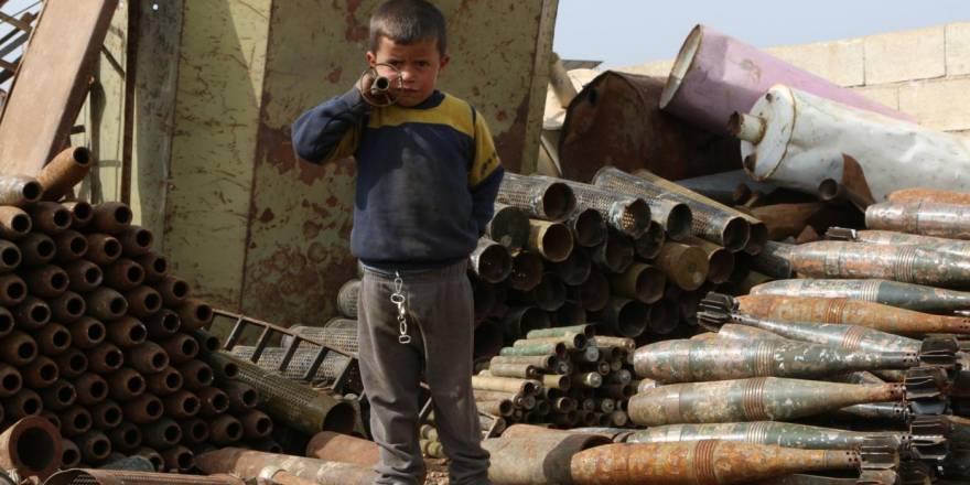 Suriye'de hayatını savaş hurdalarından kazanan insanlar
