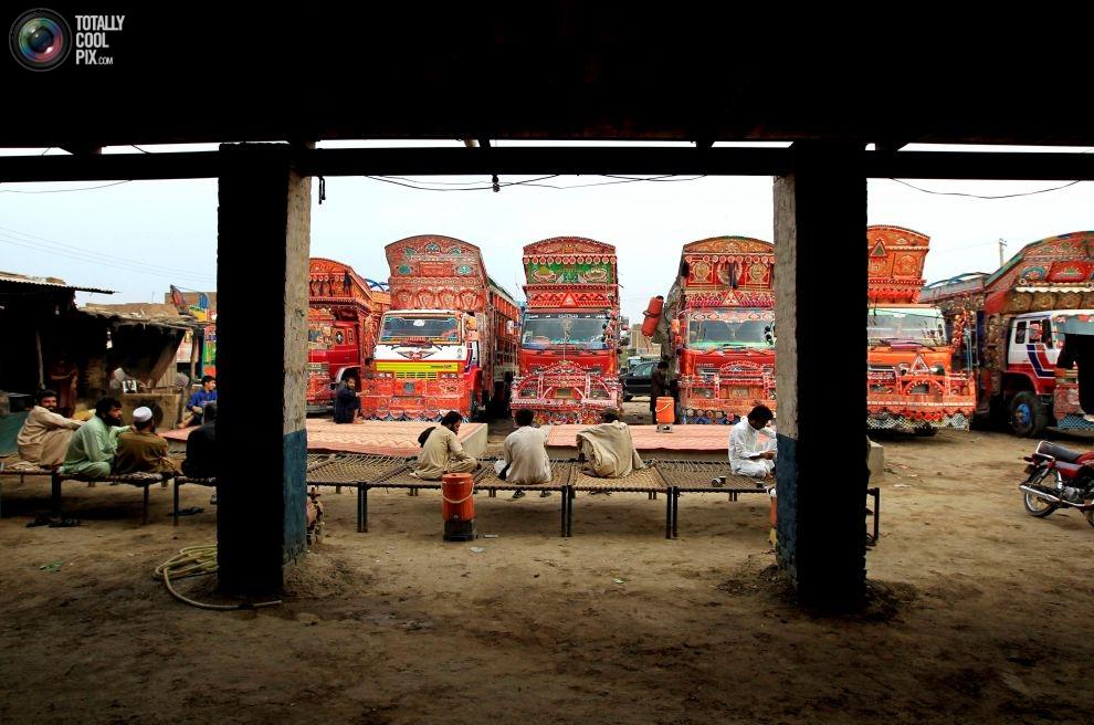 Pakistan'da kamyon süsleme sanatı 13