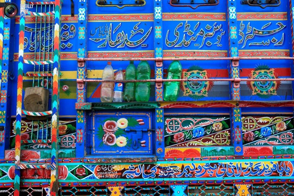Pakistan'da kamyon süsleme sanatı 17
