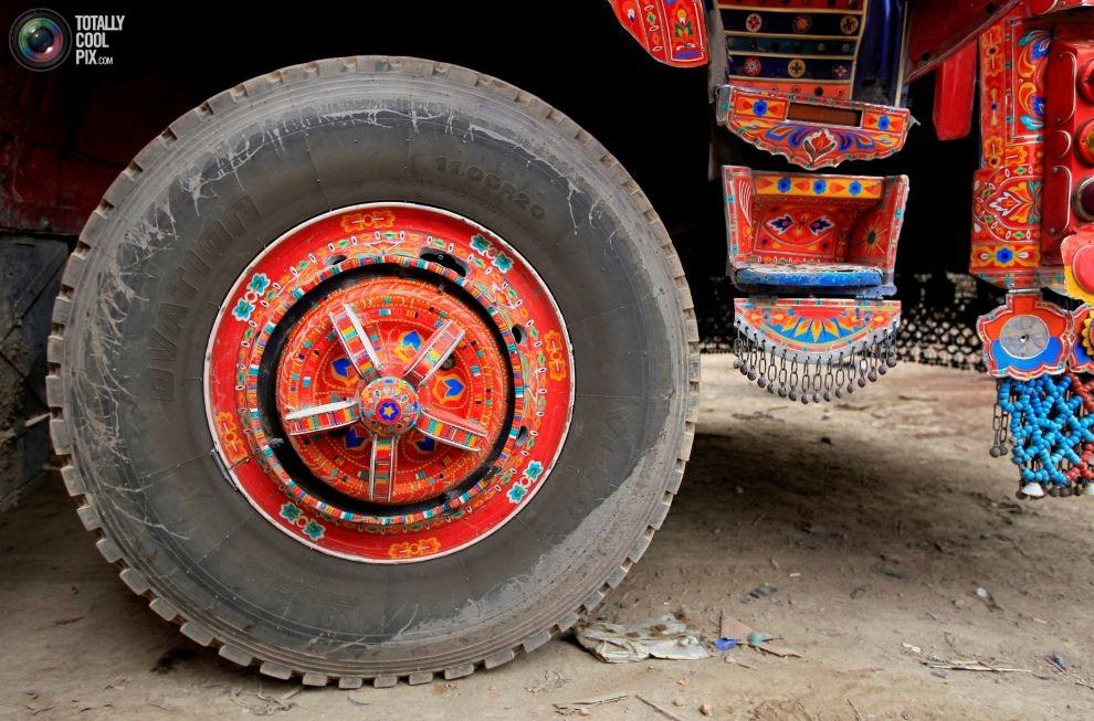 Pakistan'da kamyon süsleme sanatı 18