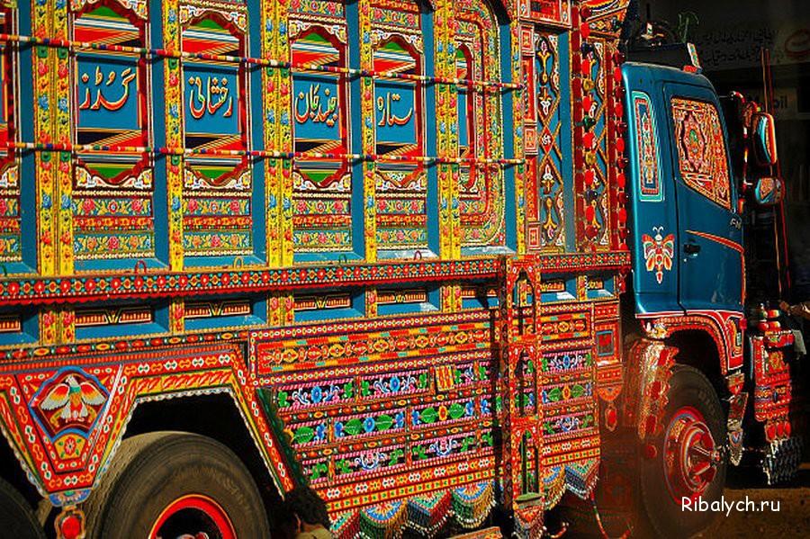 Pakistan'da kamyon süsleme sanatı 19