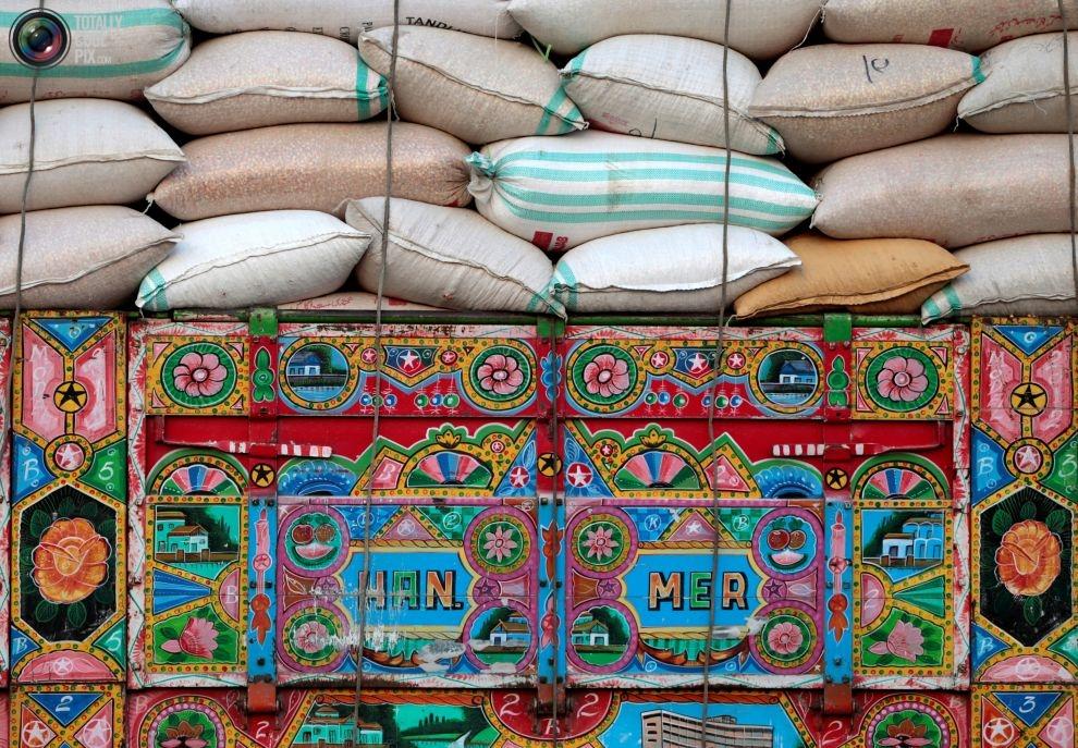 Pakistan'da kamyon süsleme sanatı 2