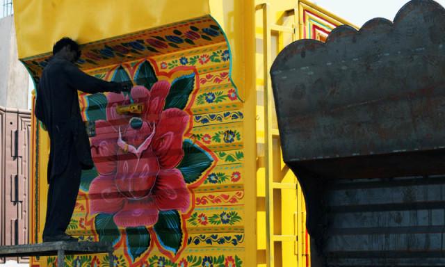 Pakistan'da kamyon süsleme sanatı 21
