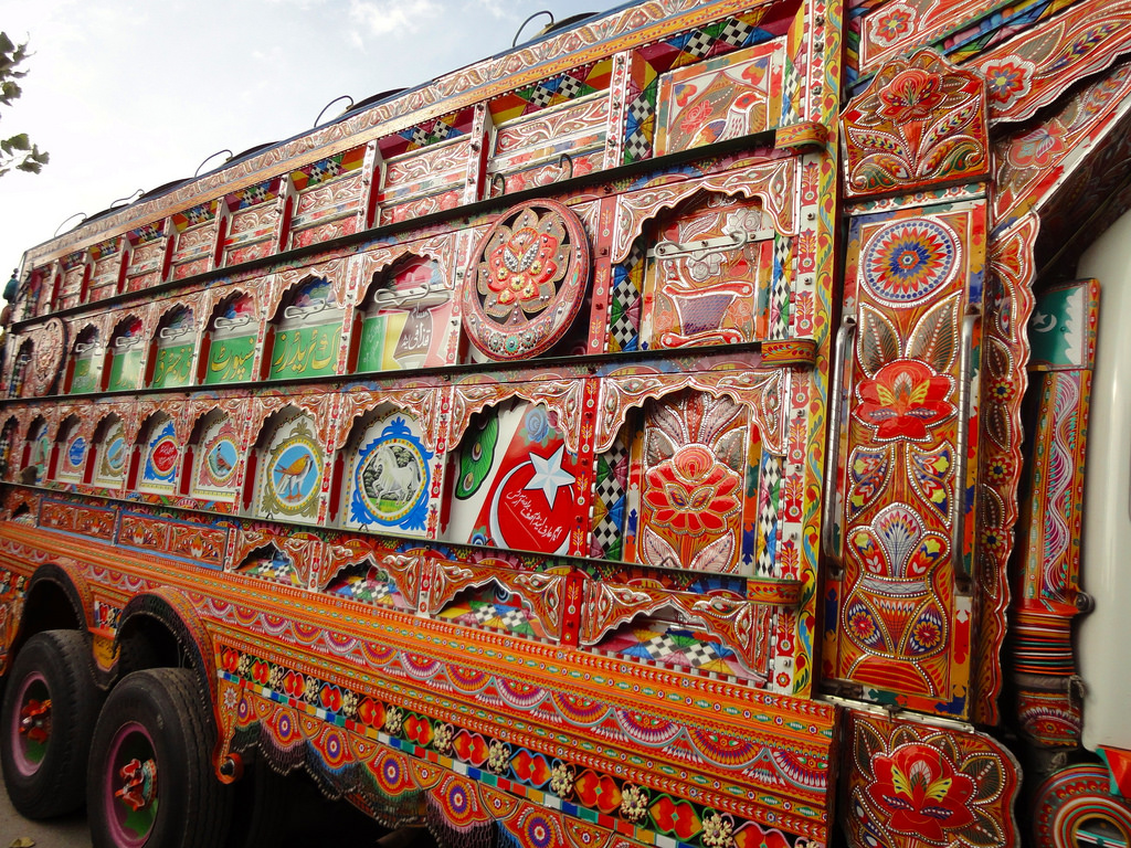 Pakistan'da kamyon süsleme sanatı 22