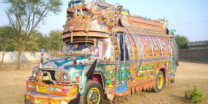 Pakistan'da kamyon süsleme sanatı