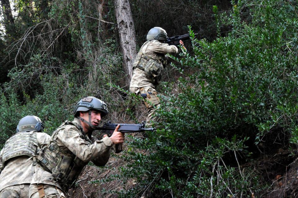 PKK sığınaklarına operasyon 17