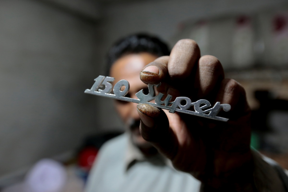 Pakistan BMW'si: Vespa scooterlar 12