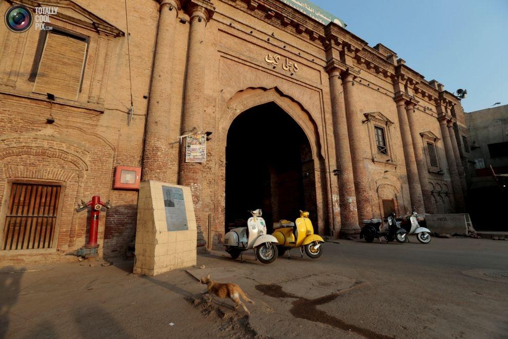 Pakistan BMW'si: Vespa scooterlar 17