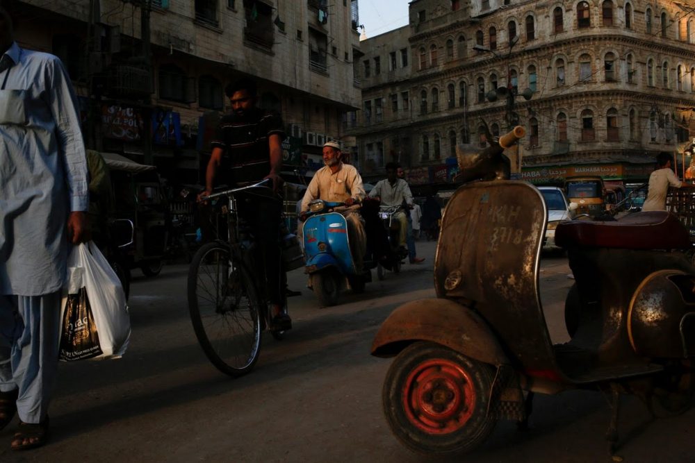 Pakistan BMW'si: Vespa scooterlar 5