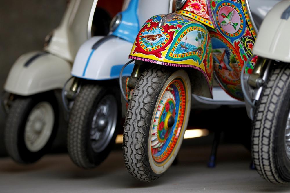 Pakistan BMW'si: Vespa scooterlar 7