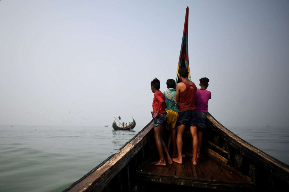 Rohingyalıların tehlikeli sularda hayatta kalma mücadelesi 1
