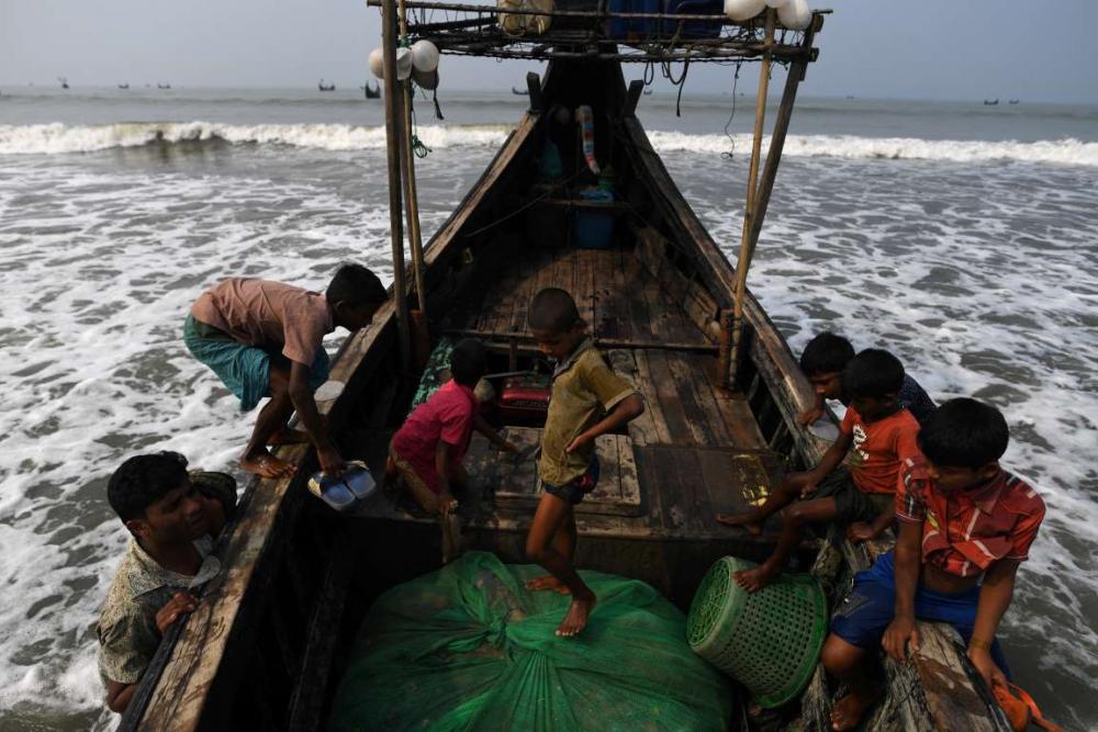 Rohingyalıların tehlikeli sularda hayatta kalma mücadelesi 12