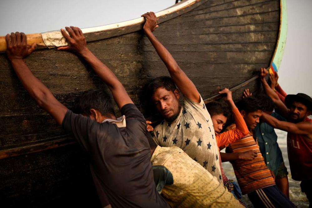 Rohingyalıların tehlikeli sularda hayatta kalma mücadelesi 3