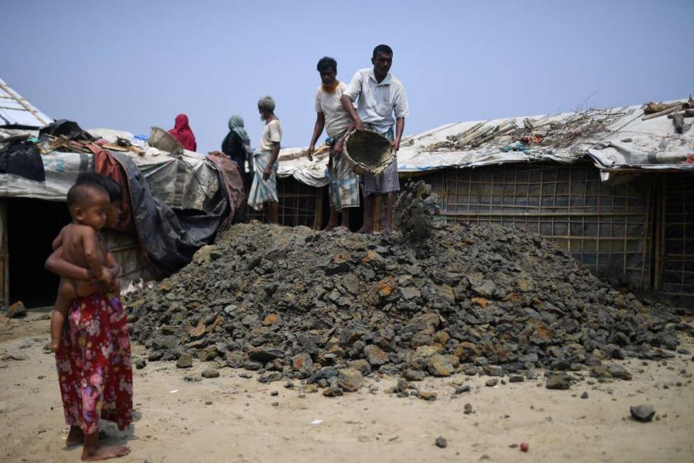 Rohingyalıların tehlikeli sularda hayatta kalma mücadelesi 8
