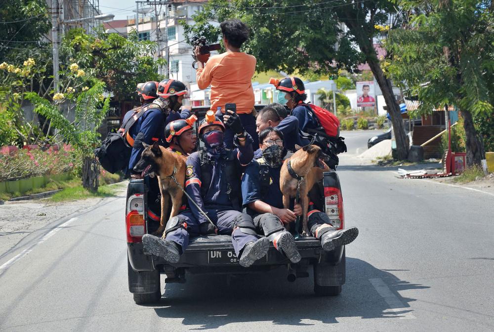 Endonezya'daki yıkıcı felaketten geriye kalanlar 10