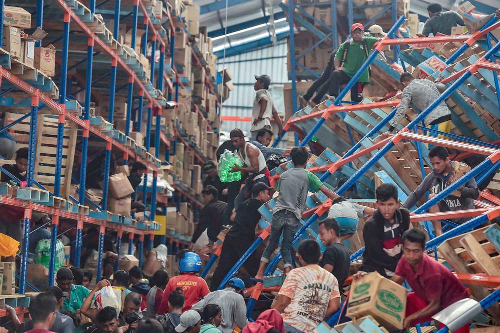 Endonezya'daki yıkıcı felaketten geriye kalanlar 18