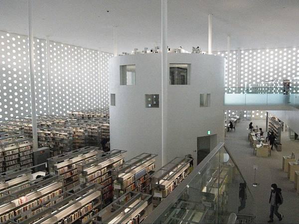 İnsanları okumaya teşvik eden 18 kütüphane 16