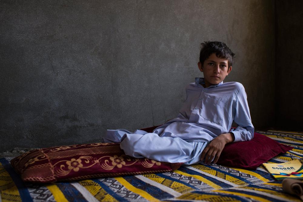 7 Afgan çocuk patlama sonrası tekrar yürümeyi öğreniyor 1