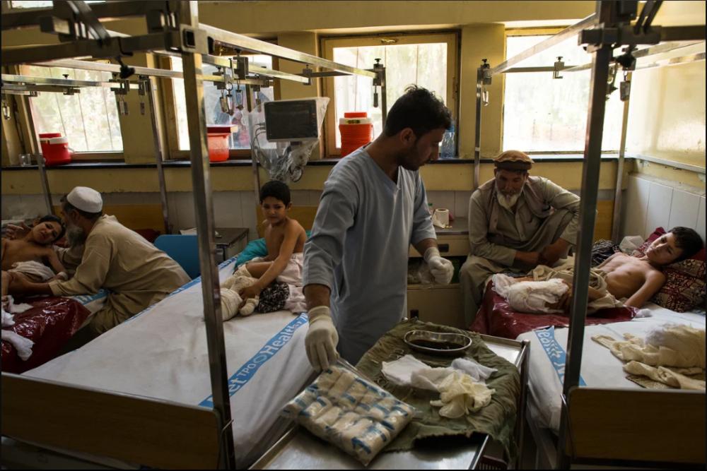 7 Afgan çocuk patlama sonrası tekrar yürümeyi öğreniyor 2