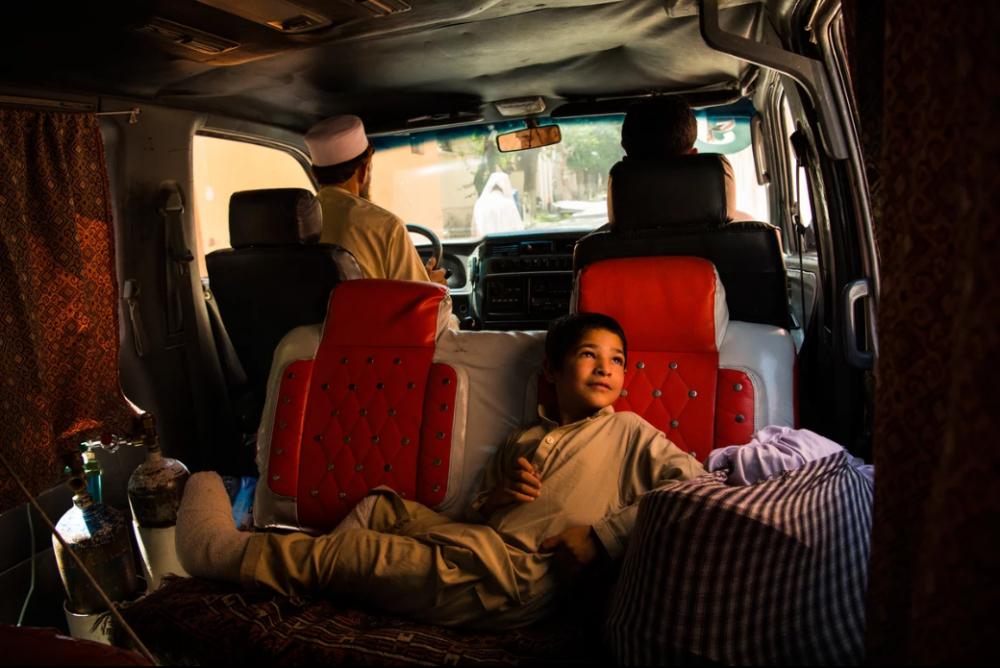 7 Afgan çocuk patlama sonrası tekrar yürümeyi öğreniyor 6