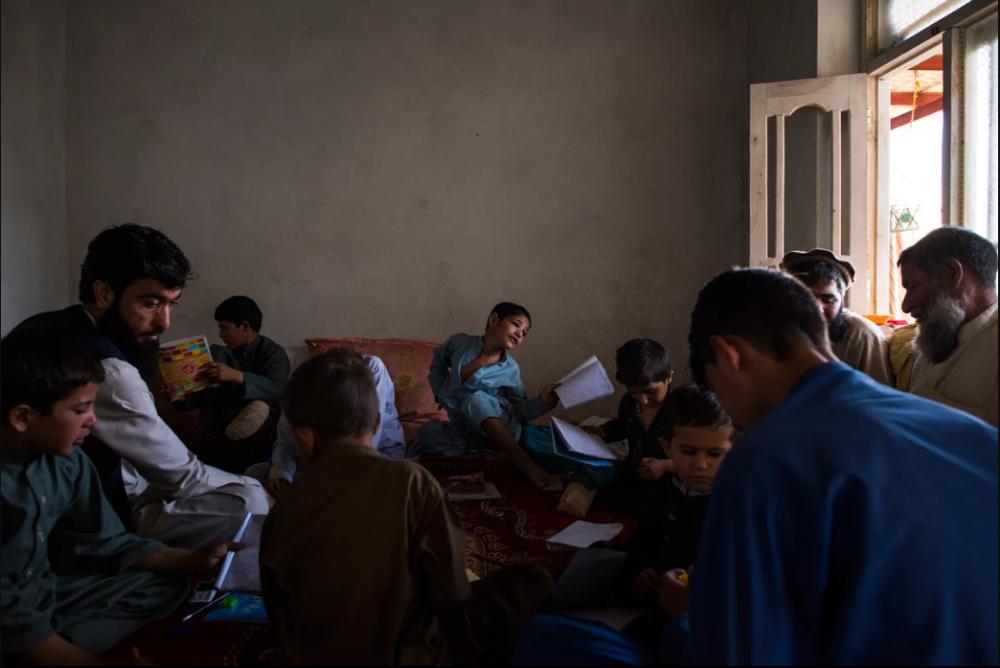 7 Afgan çocuk patlama sonrası tekrar yürümeyi öğreniyor 9