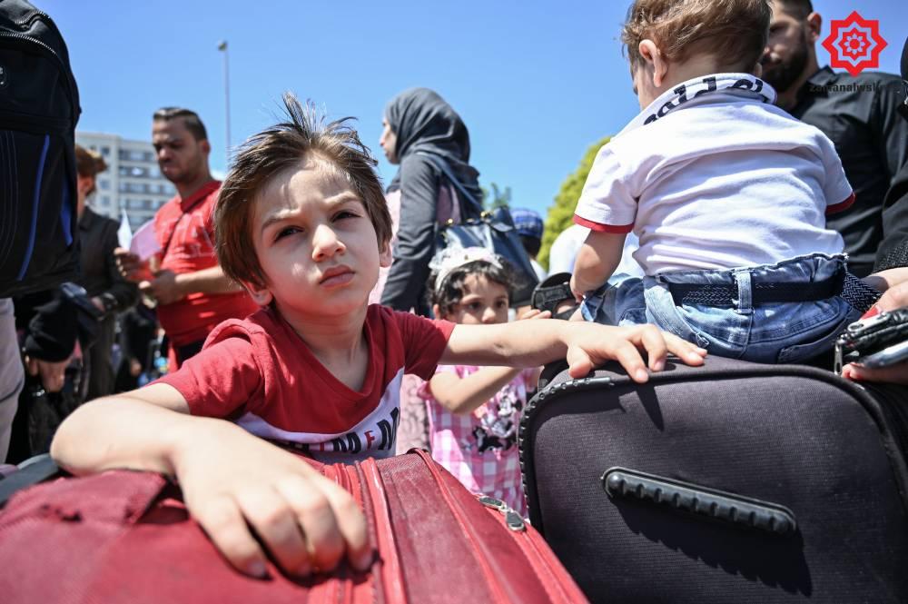'Gönüllü olarak' Türkiye'den Suriye'ye geri gönderil 12