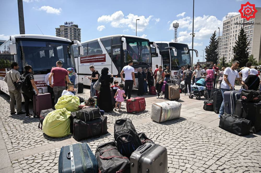 'Gönüllü olarak' Türkiye'den Suriye'ye geri gönderil 18