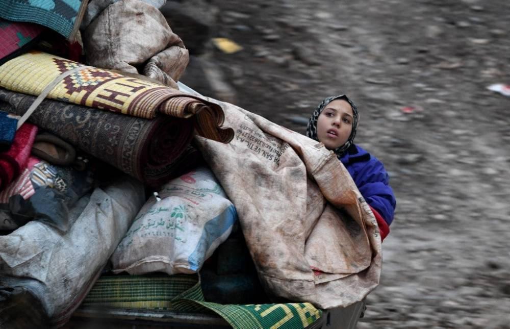 Suriye'nin kuzeyinde yüz binlerce sivil bombardımandan kaçıyor 1