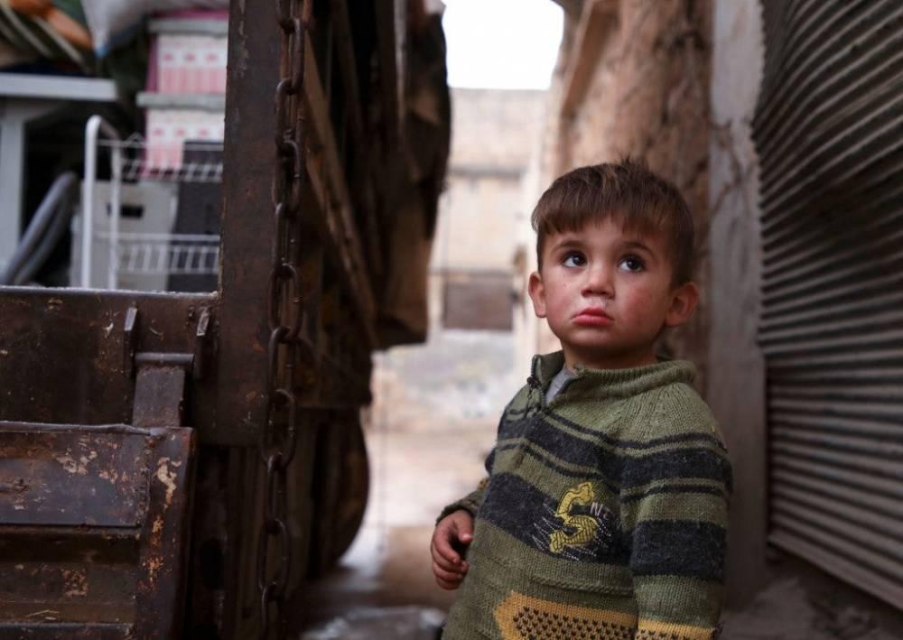 Suriye'nin kuzeyinde yüz binlerce sivil bombardımandan kaçıyor 3