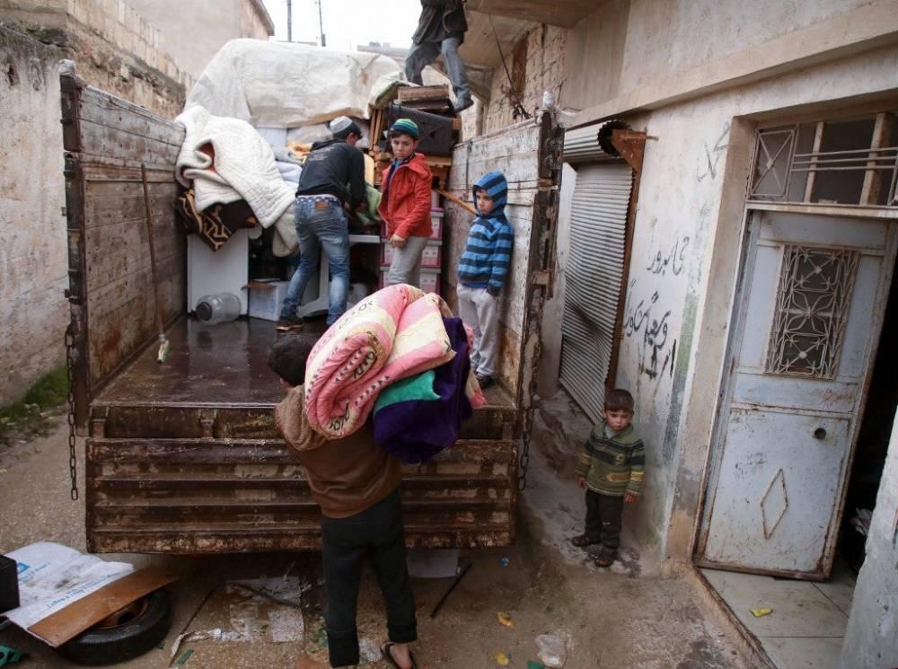 Suriye'nin kuzeyinde yüz binlerce sivil bombardımandan kaçıyor 4