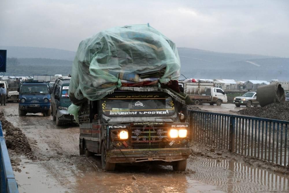Suriye'nin kuzeyinde yüz binlerce sivil bombardımandan kaçıyor 7