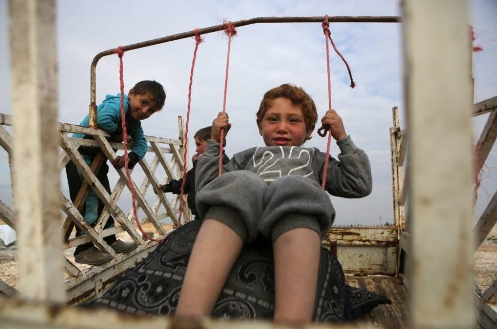 Suriye'nin kuzeyinde yüz binlerce sivil bombardımandan kaçıyor 8