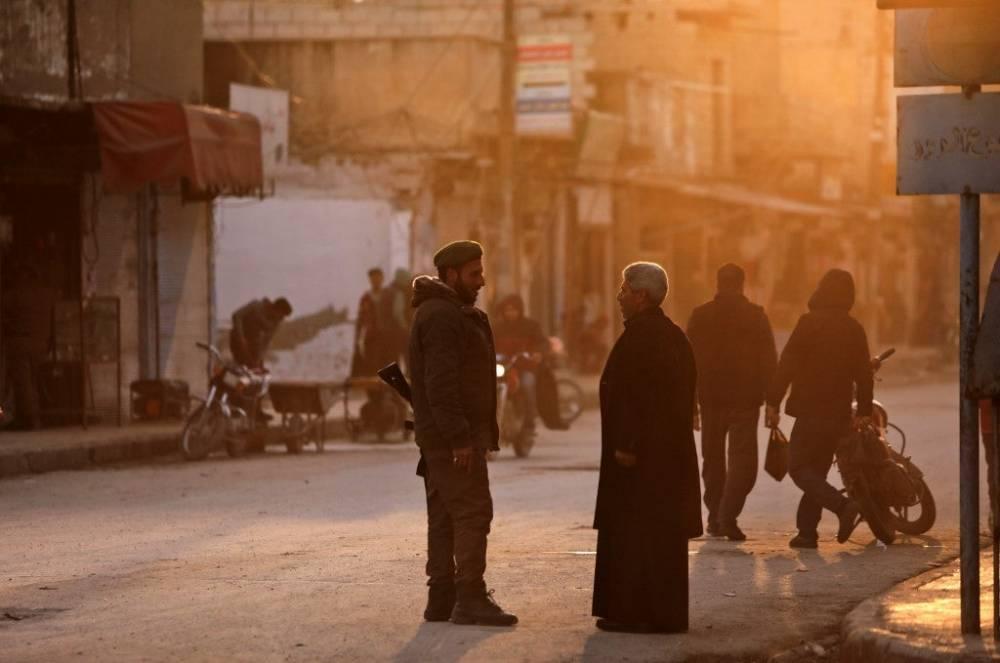 Suriye'nin kuzeyinde yüz binlerce sivil bombardımandan kaçıyor 9