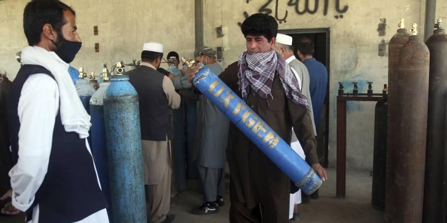 Afgan halkı koronavirüsle mücadele ediyor