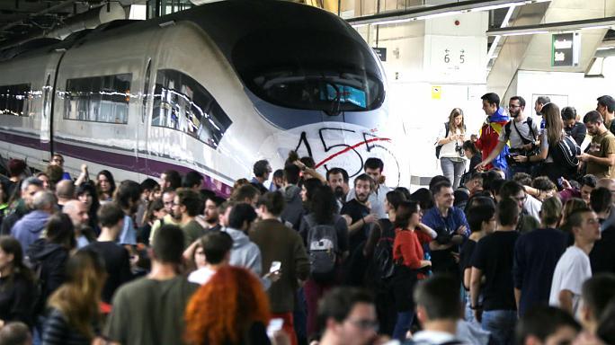 Katalan göstericiler tren garlarını işgal etti