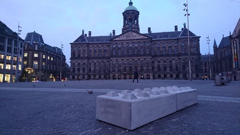 Hollanda'da beton bloklu güvenlik önlemleri