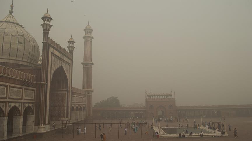 Hindistan'da hava 30 kat daha kirli