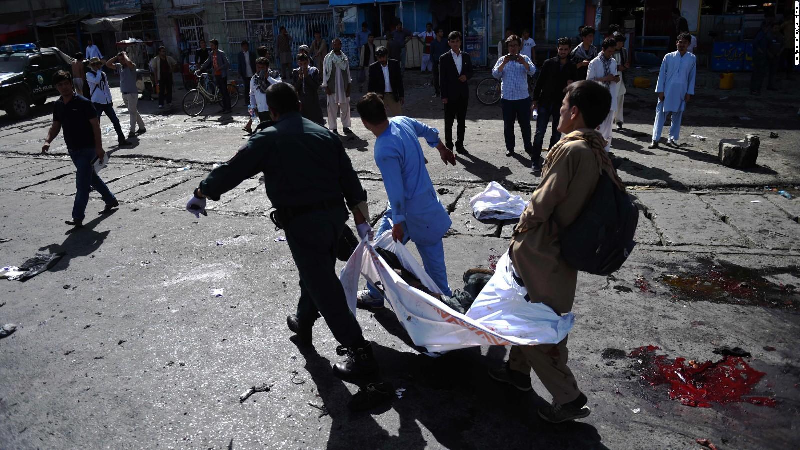 Afganistan'da can pazarı: Helikopterle pazar yerini vurdular
