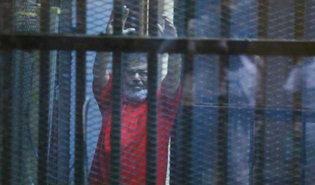 Mursi: Mahkemeyi görmeden yargılanıyorum