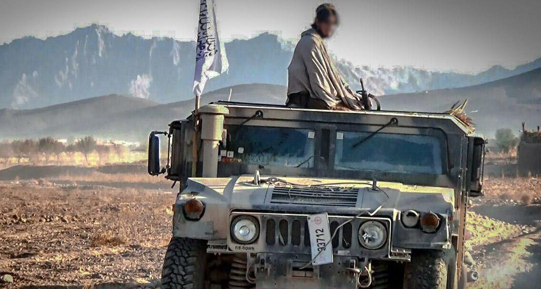 İlçe kaymakamı Taliban'a teslim oldu