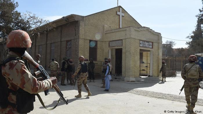 Pakistan'da kiliseye canlı bomba saldırısı