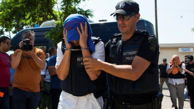 Darbecilerin iltica ettiği Yunanistan'dan 'demokrasili savunma'