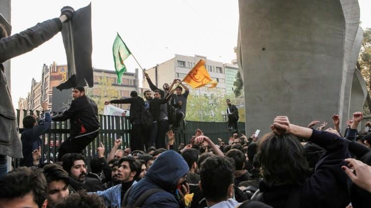 Tahran yönetiminden ayaklanmalara '3 gün' tehdidi