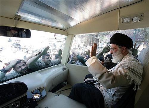 İran dini liderinden ilk açıklama: Düşmanlarımız her yolu kullanıyor