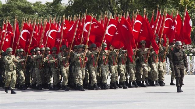 """""""Türk Ordusu Kağıttan Kaplan"""""""