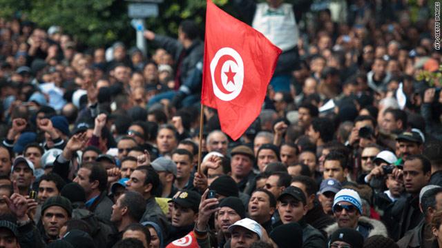 Tunus'ta devam eden gösterilerde en az 700 gözaltı