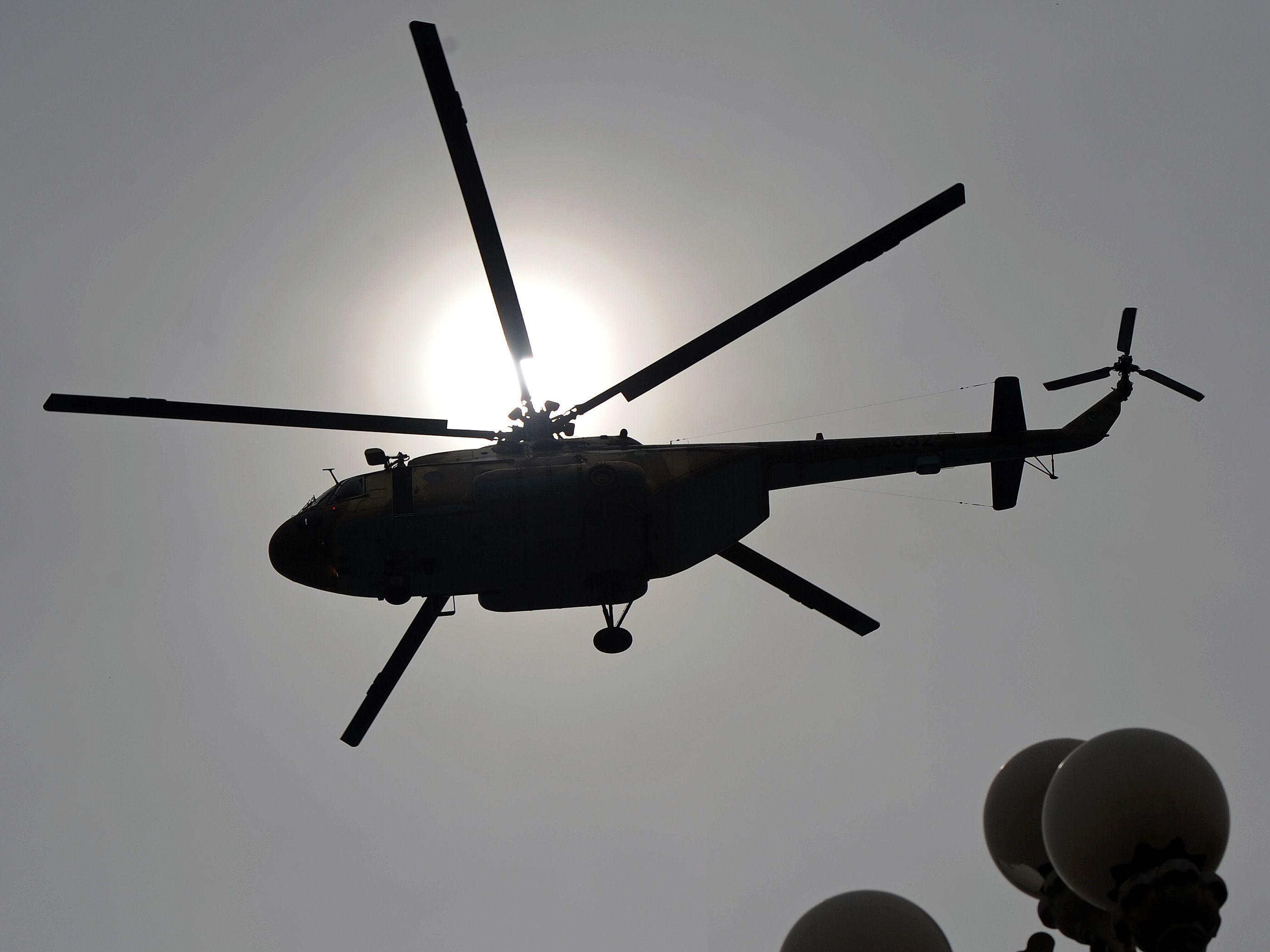 Afganistan'da Pakistan Helikopteri Düştü